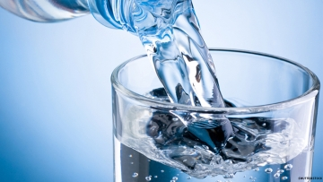 Can Offering free water in gay bars reduce hiv rates?