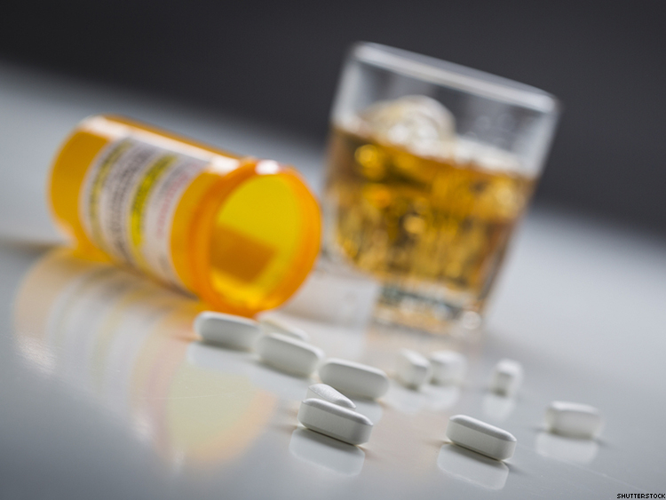 Mixing Alcohol With Your HIV Meds: What You Need to Know